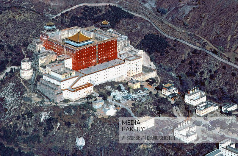 China Chengde in Hebei Province: Potala-pastiche, biggest of several Chinese/Tibetan lamaist temples and shrines built in the 18th c by Emperor Kang X...