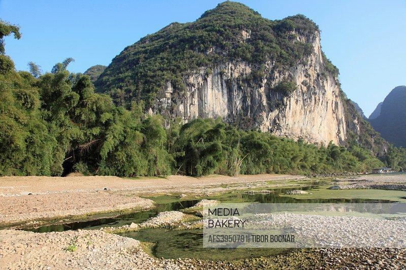 China, Guangxi, Yangshuo, Li River, karst landscape, limestone hills,.