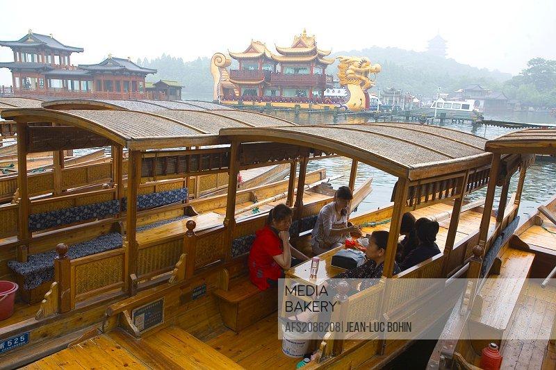 China, Hangzhou: Lake west, boats