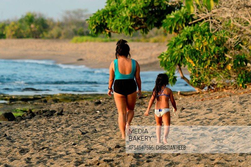 South Pacific, USA, Hawaii, Hawaiian, Island, Big Island, local woman and child on beach