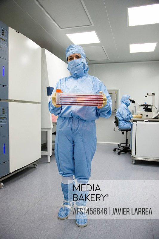 Clean room, cultures, biopharmaceutical lab, development and production of innovative drugs using adult stem cells, Cellerix, Grupo Genetrix, Madrid