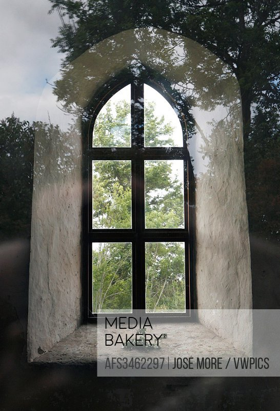 There has been a wooden church in Källa since the 11th century. After it was destroyed by fire, and with increasing attacks from Baltic invaders, a ne...