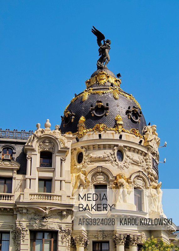 Spain, Madrid, View of the Metropolis Building. .
