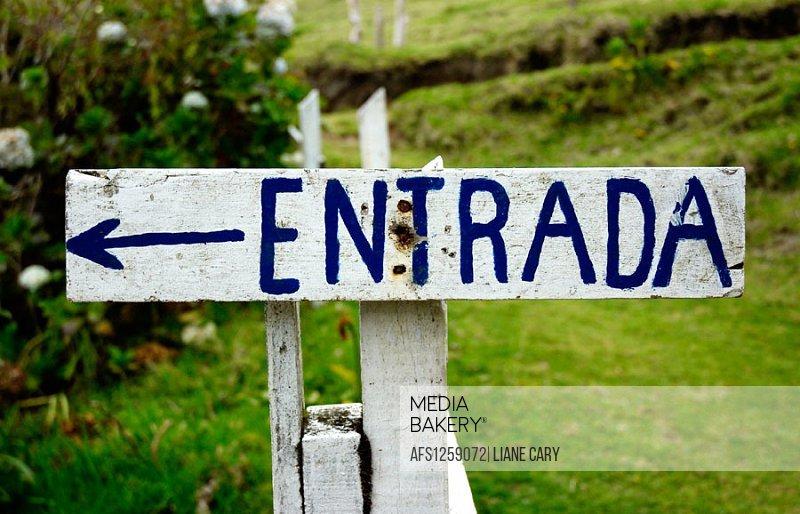 Entrada (entrance) sign