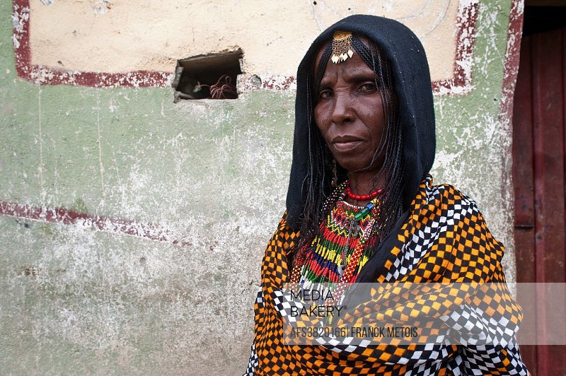 Woman belonging to the Afar tribe. At Berahile ( Afar state, Ethiopia).