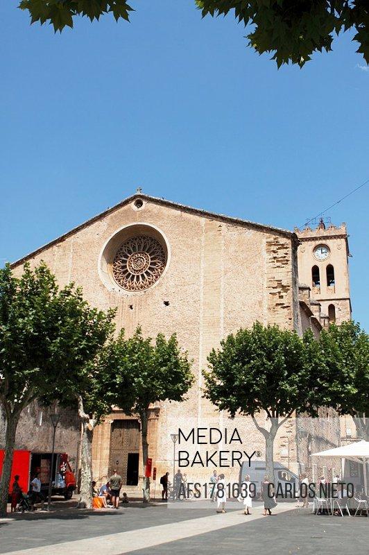 Fachada de Iglesia en Pollença, Palma de Mallorca, Islas Baleares, España.