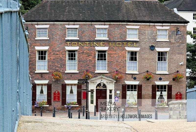 Tontine Hotel, built in 1784 seen from the Iron Bridge a UNESCO World Heritage site and the world's fist cast iron bridge, Ironbridge, Shropshire, Eng...
