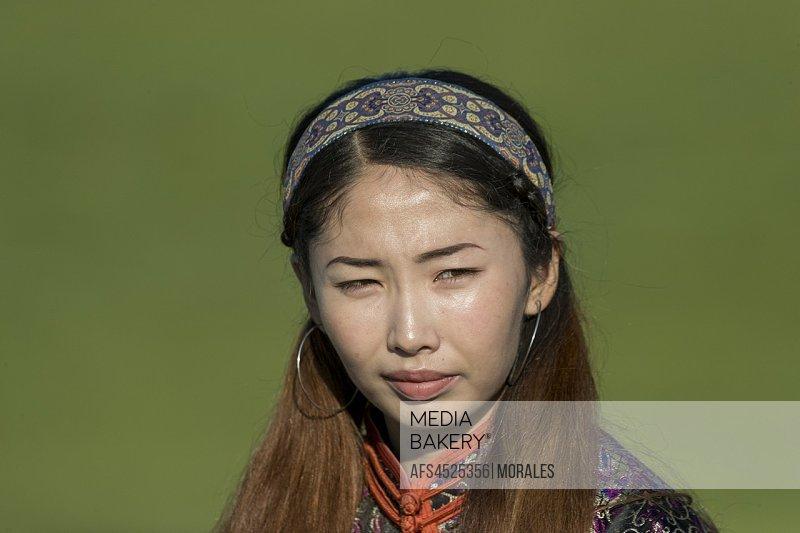 China, Inner Mongolia, Hebei Province, Zhangjiakou, Bashang Grassland, Mongolian woman traditionaly dressed.