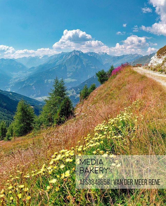 Matrei in Osttirol, Austria, Goldried Bergbahnen, Europa Panoramaweg, Grossvenediger