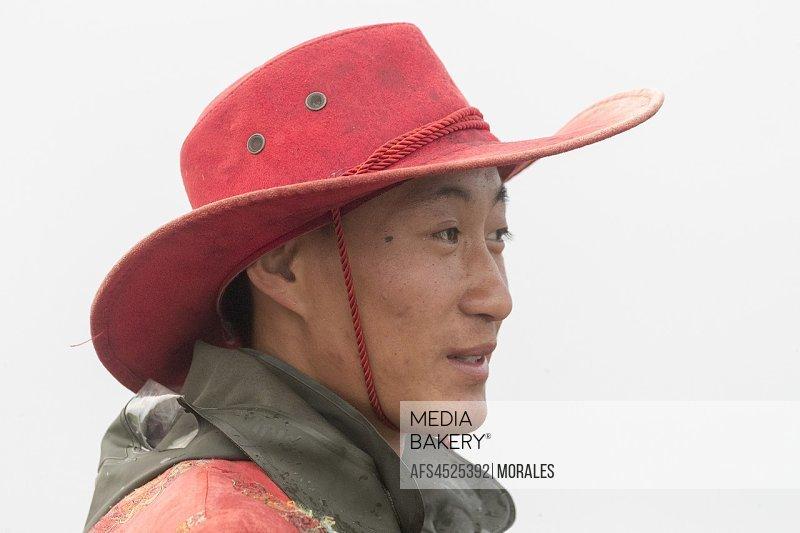 China, Inner Mongolia, Hebei Province, Zhangjiakou, Bashang Grassland, Mongolian man.