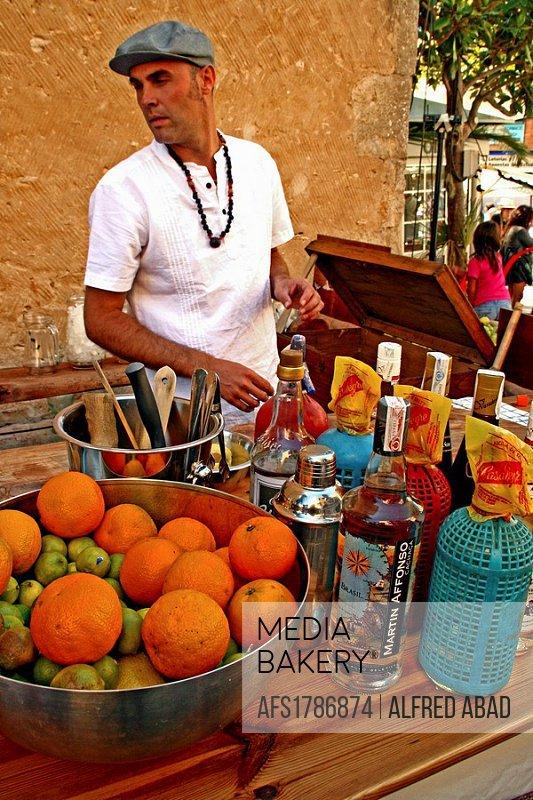 Barman, Cocktails, Festes dels indians ´09, Begur, Catalonia, Spain.