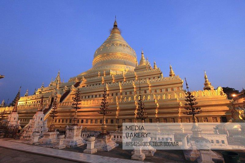 Myanmar, Burma, Bagan, Nyaung U, Shwezigon Pagoda,.
