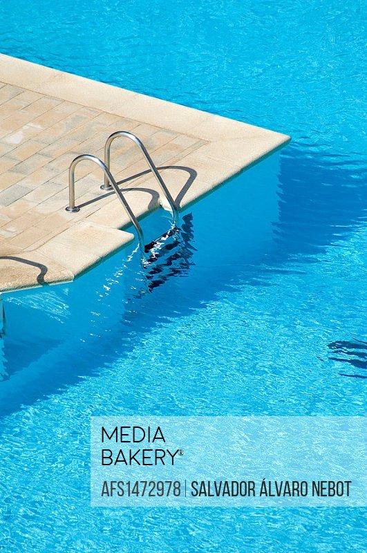 Pool access ladder