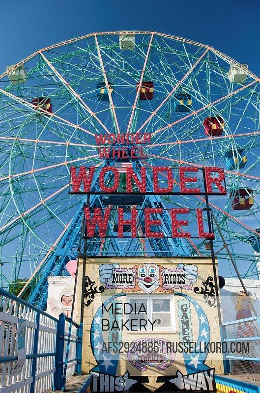 Wonder Wheel Sign Denos Wonder Wheel Amusement Park Coney Island Brooklyn New York USA