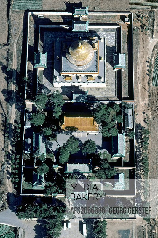 China Chengde temple in Chinese style built in 1766  Pu le si, ´Temple of Universal Joy´, includes a round pavilion, Xu guang ge, the ´Pavilion of the...