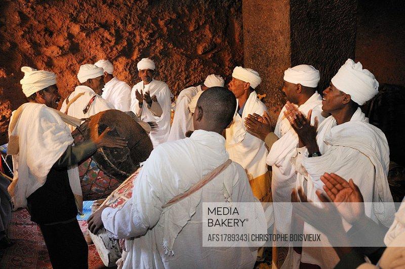 Ethiopia, Lalibela, Timkat festival, Church of Bieta Giyorgis, Singing dabtaras or choristers  Every year on january 19, Timkat marks the Ethiopian Or...
