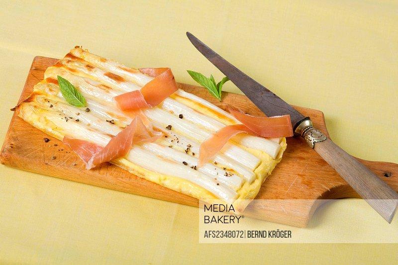 Asparagus baked in dough