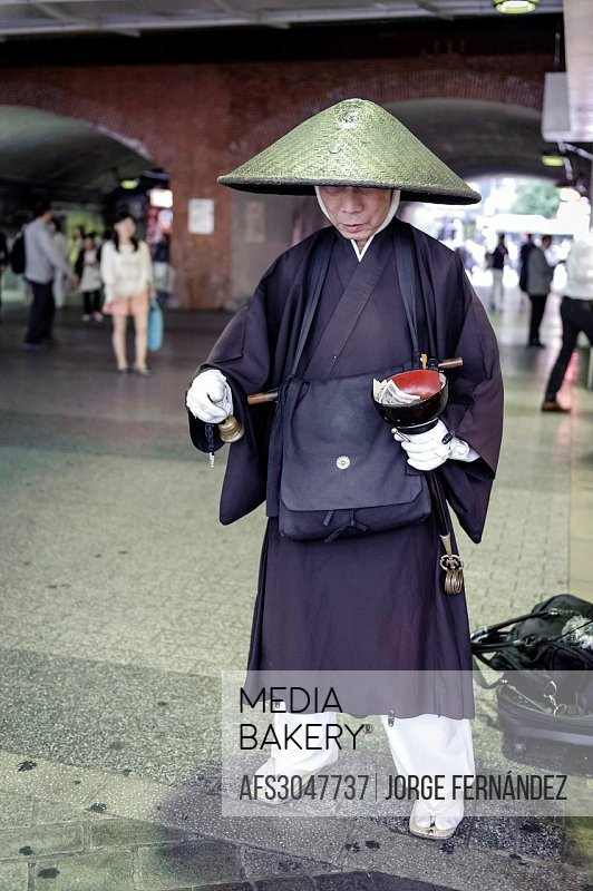 Monk begging for money in exchange of blessings, Tokyo, Japan, Asia