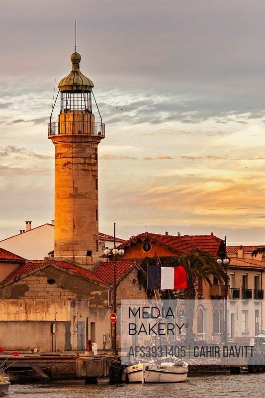 The lighthouse in La Grau du Roi at the mouth of the Canal du Rhone a Sete Canal, at sunset, La Grau du Roi, Languedoc Roussillon Midi Pyrenees, Franc...