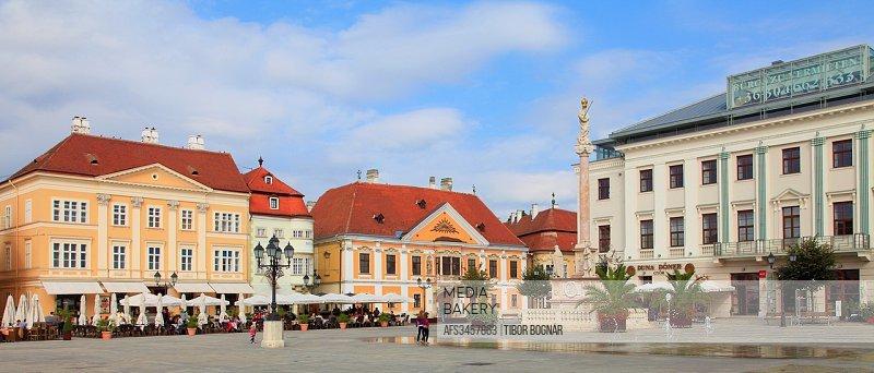Hungary, Gyor, Széchenyi tér, panoramic view.