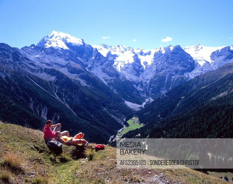 Hiking, hiker, couple, relax, rest, mountains, Alps, rest, mountain hiking, scenery, landscape, Vinschgau, Italy, Euro