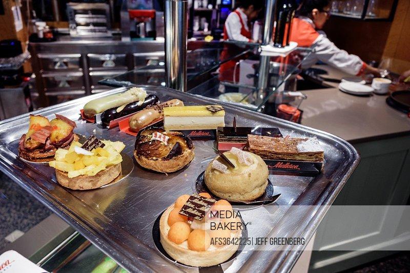 Spain, Europe, Spanish, Madrid, Recoletos, Salamanca, Calle de Serrano, Pastelería Mallorca Serrano, restaurant, dessert tray, pastries, .