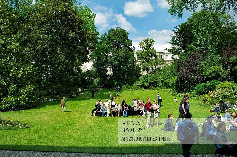 Paris, France, Public Events, National Music Day, June 21, Fete de la Musique, Audience Listening to Classical Music COncert in Garden of Paris 7th Di...