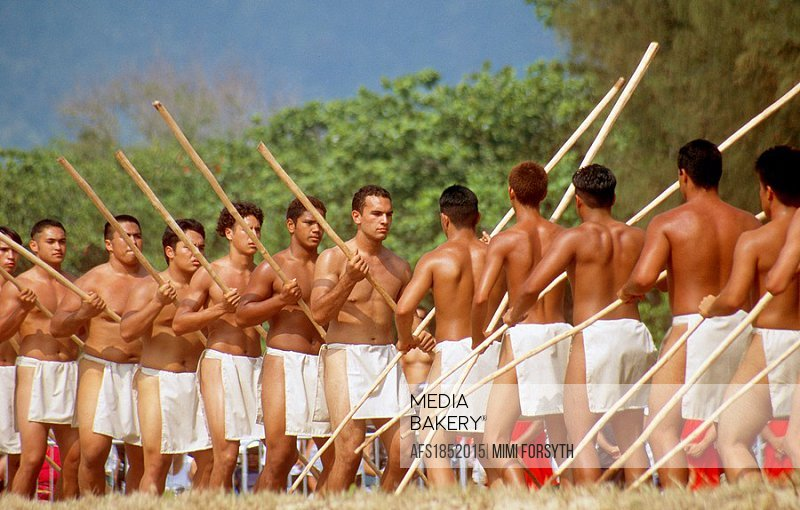 Hawai´ian ´young warriors´ welcoming ritual