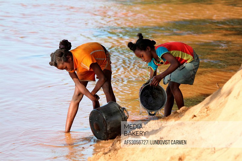 local, girl, girls, washing, pan, pans, cookware, household, household chores, outdoor, outdoors, river, riverbank, Manambolo, Madagascar, Africa, isl...