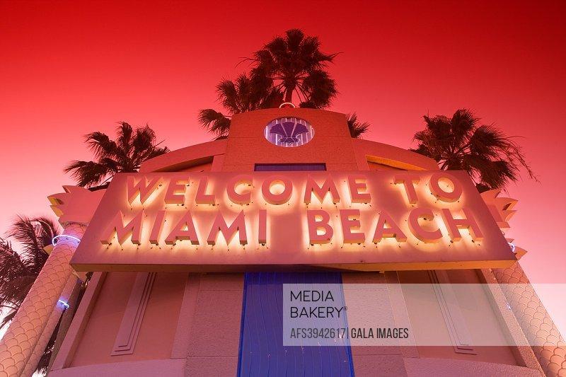 WELCOME TO MIAMI BEACH SIGN MIAMI BEACH FLORIDA USA.