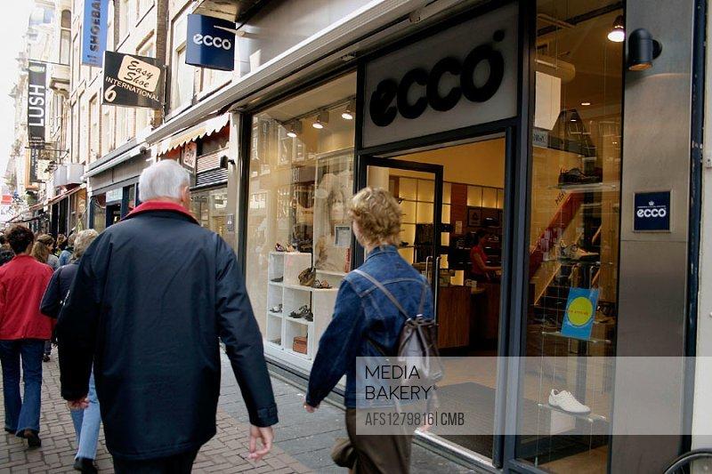 Entrance of ´Ecco´ shoe shop.
