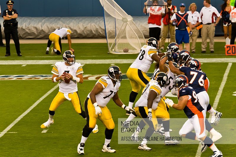 248d491bc Quarterback Ben Roethlisberger (Steelers) dropping back to pass