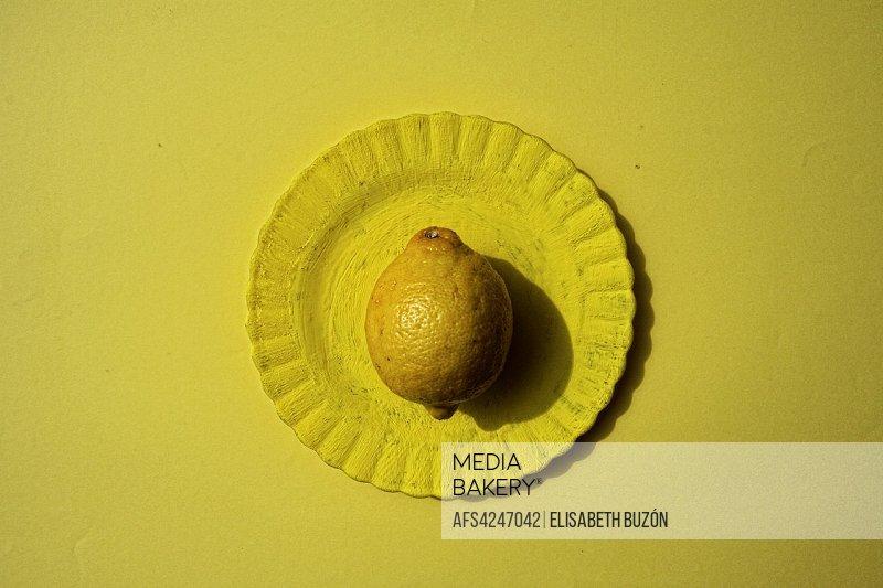 Lemon in dish yellow.
