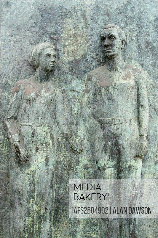 Sculpture of Simon Bolivar and his wife, Maria Teresa, in Las Palmas, Gran Canaria