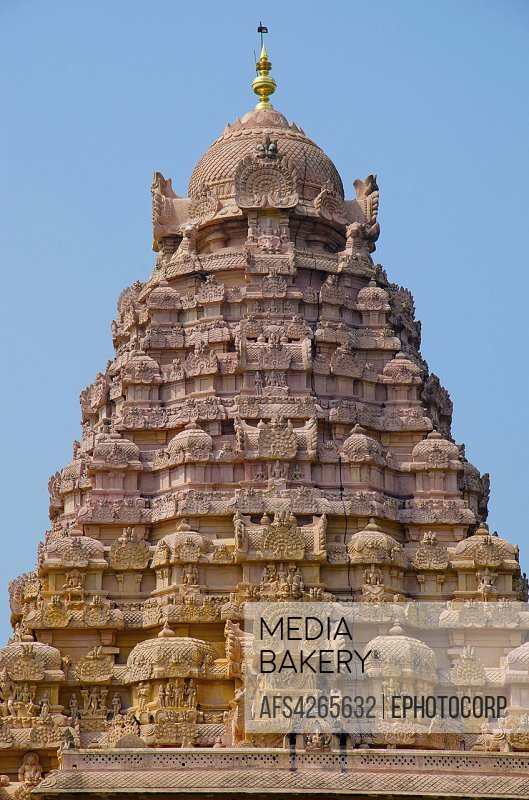 Mediabakery - Photo by Age Fotostock - Carved Gopuram of