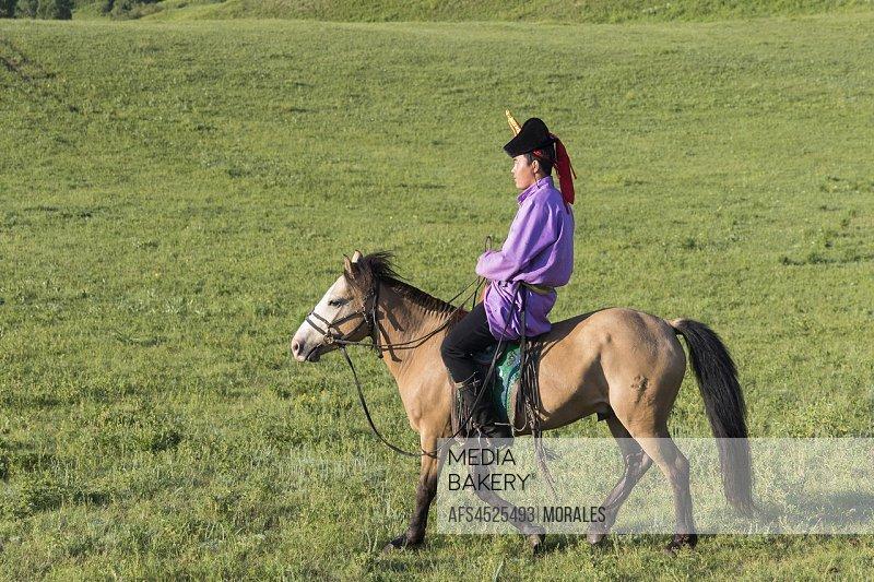 China, Inner Mongolia, Hebei Province, Zhangjiakou, Bashang Grassland, Mongol on a horse, .
