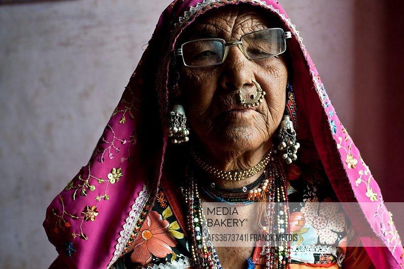 Woman belonging to the Lambani caste ( Karnataka, India).