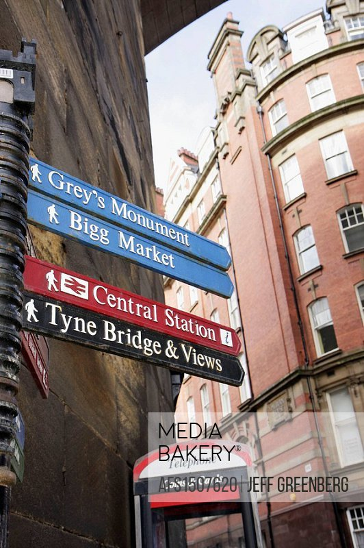 UK, England, Northumberland, Newcastle-upon-Tyne, Quayside, Queen Street. Sign.