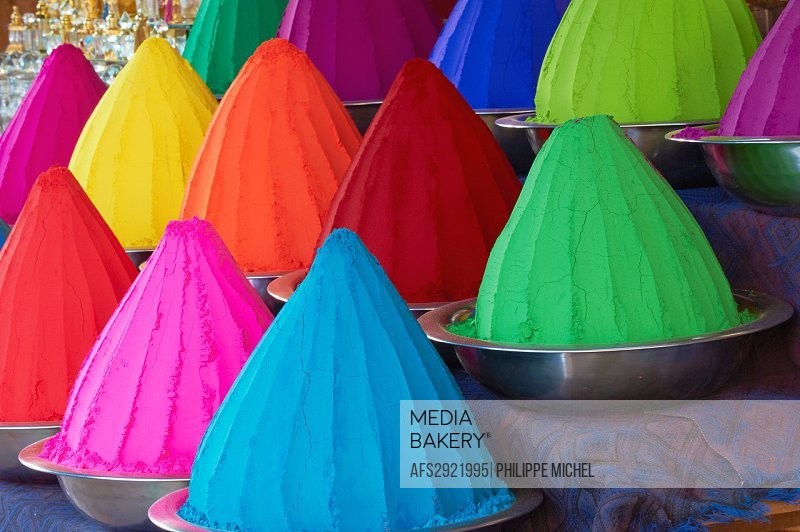 India, Karnataka, Mysore, Devaraja market, colour powder