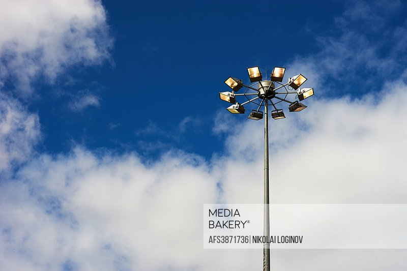 Horizontal right aligned street lamp background hd.
