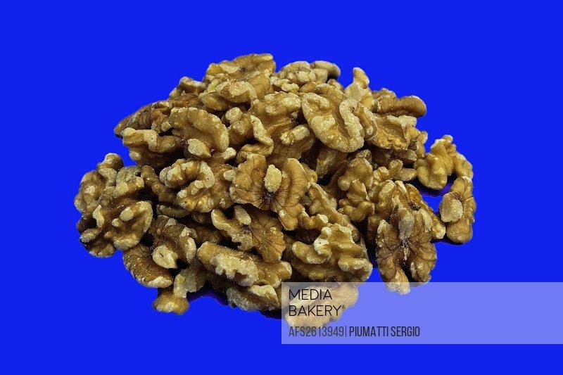 health, healthful living, healthy, natural food, nutrition, nuts, shelled, walnut halves, walnuts, food