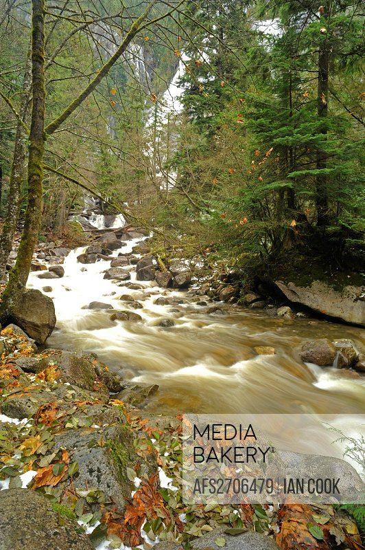 Shannon Falls Provincial Park with early snow, Sea to Sky Highway, British Columbia, Canada