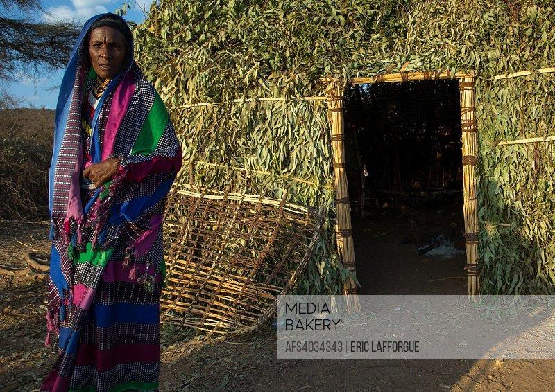 Mediabakery - Photo by Age Fotostock - Borana woman standing