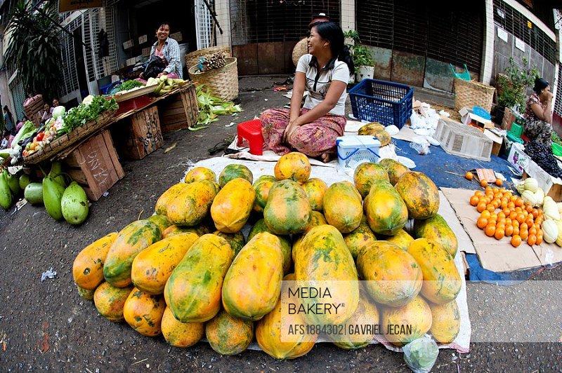 vendor selling papaya