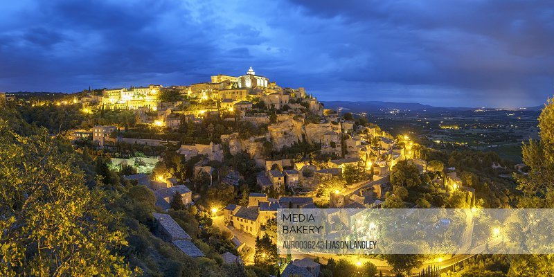 Hilltop town of Gordes at night, Vaucluse, Provence-Alpes-Côte d'Azur, France