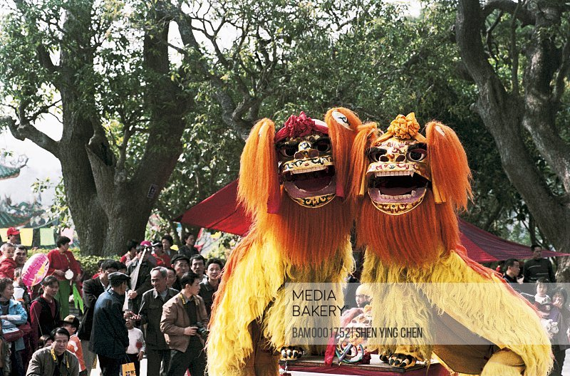 People watching lion dance at fair, Jinjiang peaceful acrobatics lion dance team attends chen the Beichen mountain temple fair, Beichen Mountain, Tongan County, Fujian Province of People's Republic of China