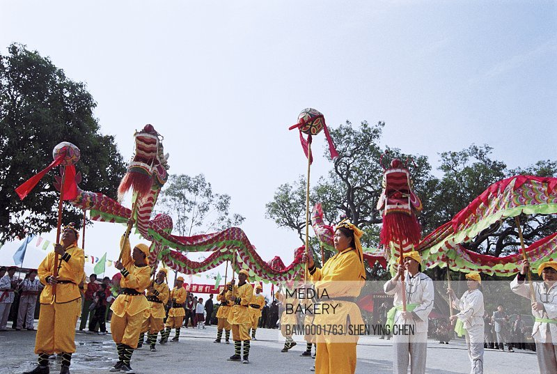 People performing dragon dance at fair, Meeting god and Drgon dance, mountain temple fair performance of Beichen, Beichen Mountain, Tongan County, Fujian Province of People's Republic of China