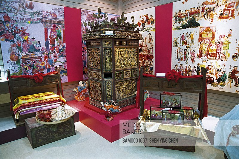 Elegant store displayed with artifacts, The land dragon boat performance, Shilang Square, Jinjiang City, Fujiang Province of People's Republic of China