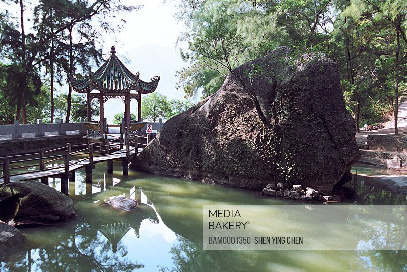 Reflection of bridge and temple in water, Pavillion and Sets free a captured animal duo of Qingzhi Temple, Qingzhi Temple, Lianjiang County, Fuzhou City, Fujian Province of People's Republic of China