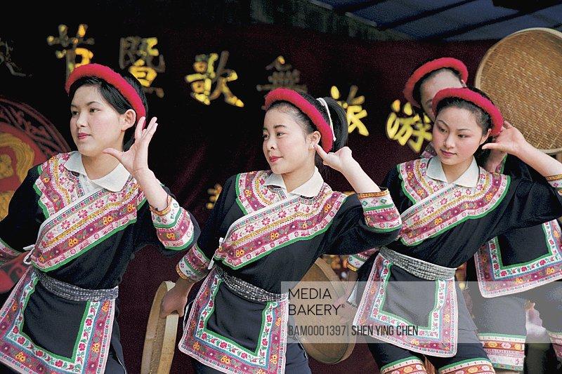 She race custom performance in the folk custom character and style garden, Rixi Township, Jinan District, Fuzhou City, Fujian Province of People's Republic of China